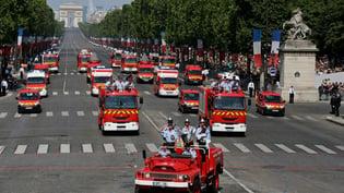 870x489_fire parade_Paris_maxnewsworldthree282731.jpg