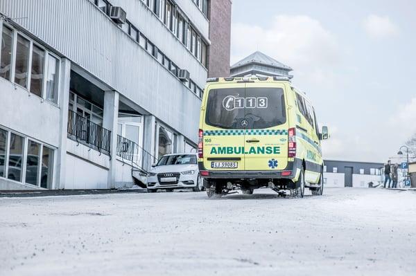 Ambulance_city_ice