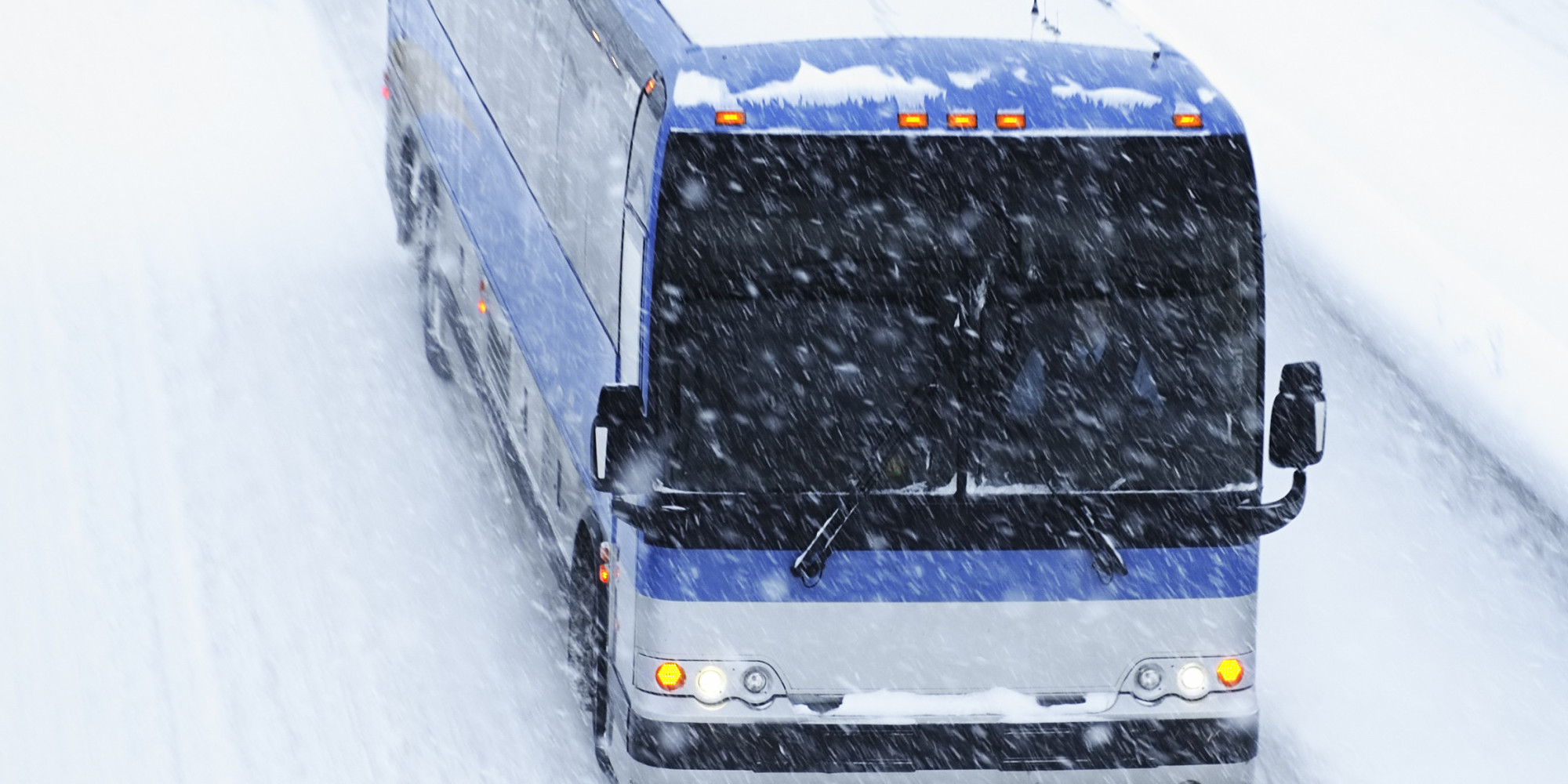 o-GREYHOUND-BUS-SNOW-facebook-1